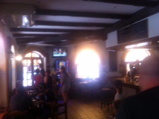 Meson Jara: Zona de bar y entrada