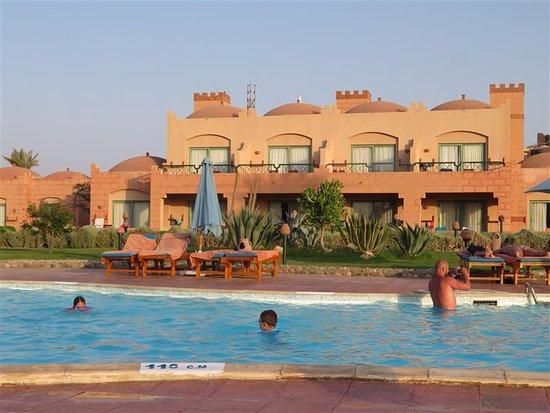Lti zwembad in de achtertuin picture of lti akassia for Zwembad achtertuin