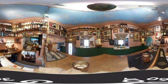 Santa Maria Val Müstair, سويسرا: 360 Grad Whisky Bar
