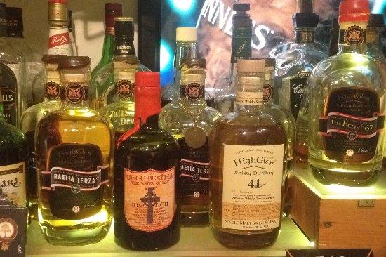 Santa Maria Val Müstair, سويسرا: Unsere Auswahl besteht aus 279 Whiskies