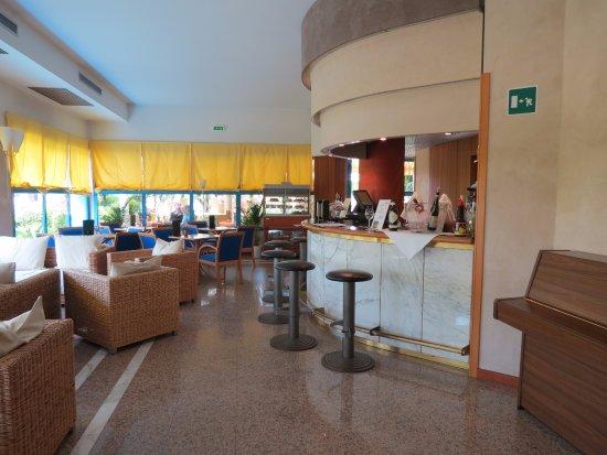 Sportsman Hotel Photo