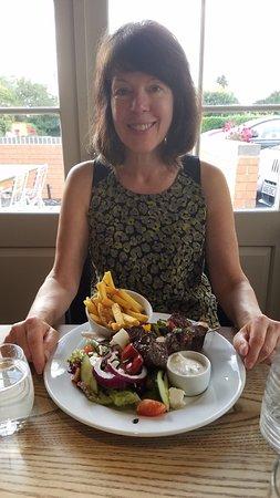 Charlton Kings, UK: Awesome lamb kebabs with Greek salad!
