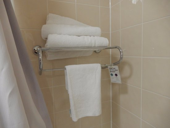 Premier Inn Harrogate South Hotel: Towels.