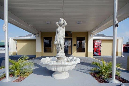 Americas Best Value Inn and Suites- Enterprise: Fountain