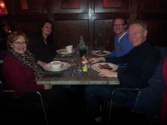 Met Familie En Een Vriend Mijn Verjaardag Vieren Picture Of De 4