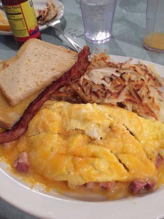 Winfield, KS: Ham & cheese omelet. Crispy bacon & hash browns.