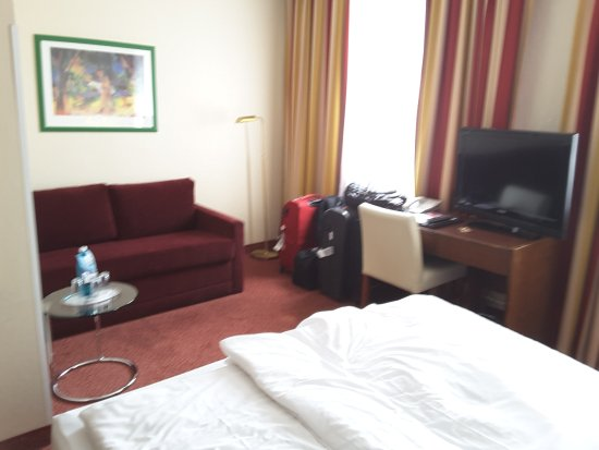 Hotel Central: sofa included in this double room