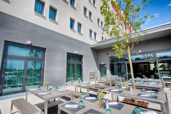 terrace bild von leonardo hotel munich city east. Black Bedroom Furniture Sets. Home Design Ideas