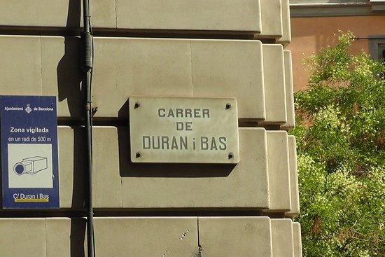 Restaurante Pirineus: На этой улице расположен ресторан. До площади Каталунии менее 5 минут.