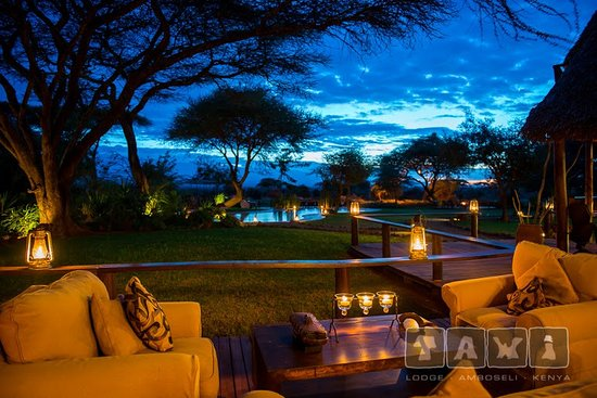 Tawi Lodge: The grounds in the evening light