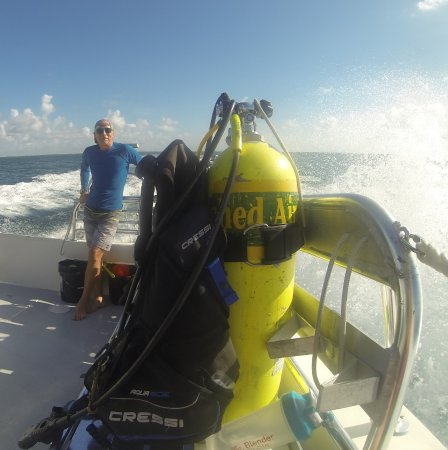 Silent World Dive Center: Heading out