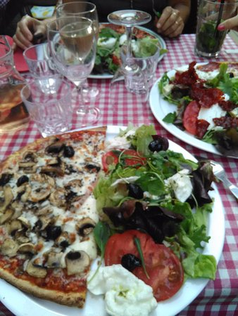 Casa Castagno : Mi-pizza, mi-salade...