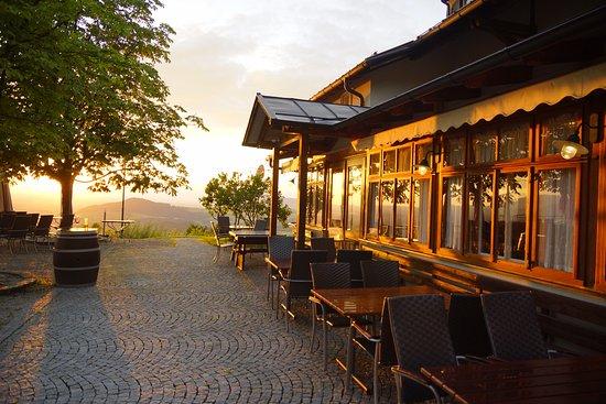 Hallwang, Österreich: Eine perfekte Location für Feiern aller Art oder für den kurzen Urlaub während des Tages