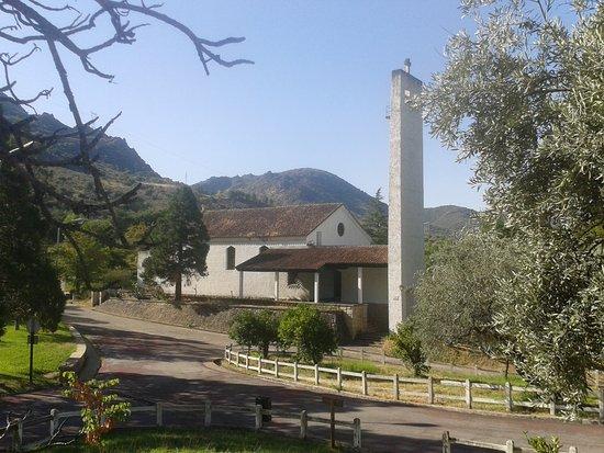 Castilla y León, España: Antigua iglesia del poblado