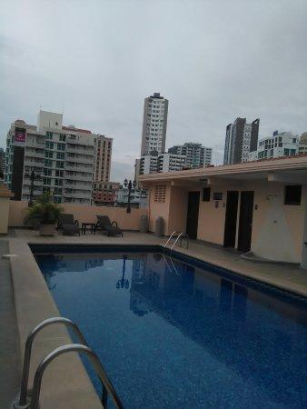 Hotel Coral Suites: Piscina muy limpia y refrescante