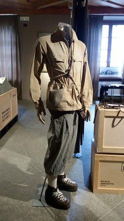 Museo Alpino Duca degli Abruzzi: Storica divisa da guida