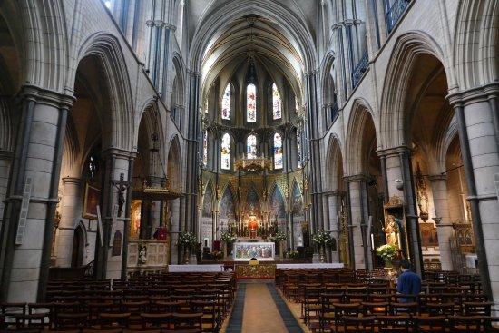 曇天のロンドンにも映える建築 ロンドン st james s roman catholic