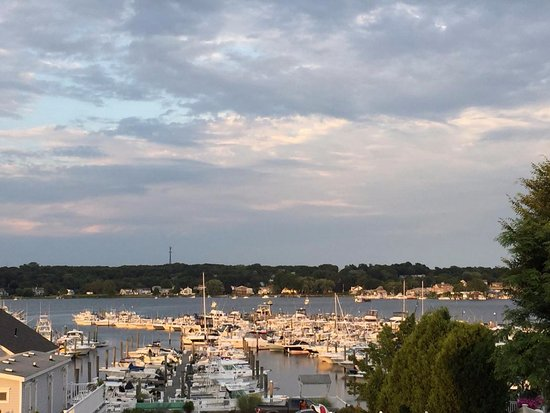 Inn at Harbor Hill Marina: Lovely Sunset View from our room