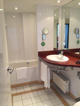 Gastwerk Hotel Hamburg: Badezimmer Sind In Vielen Zimmer Schon Neu