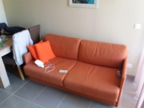 Salleles-d'Aude, Франция: canapé transformable lit 2 personnes