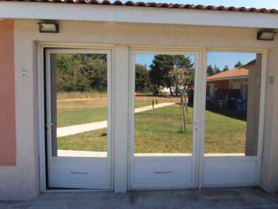 Salleles-d'Aude, Франция: 2 portes d'entrée pour logement en deux appartements