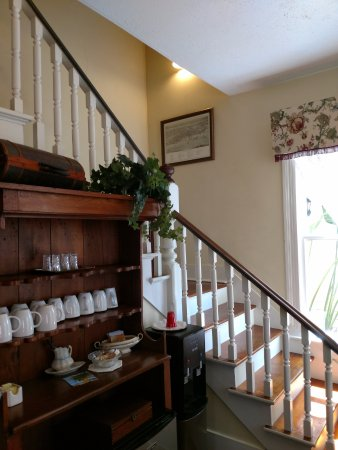 Victorian House: Front greeting area and stairs to rooms - main house