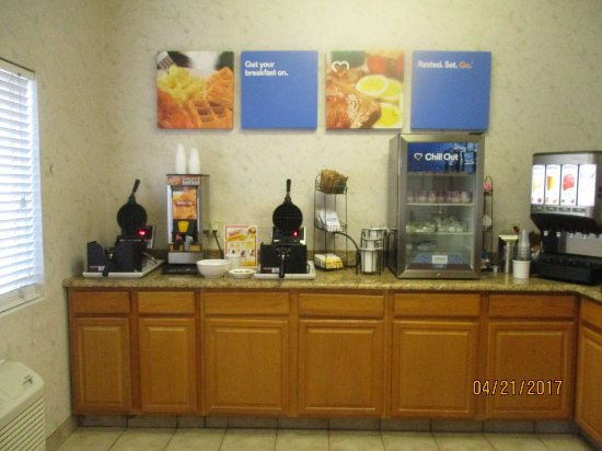 Comfort Inn: Breakfast buffet