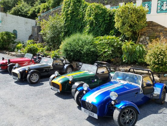 Hotel Portmeirion: My favorite sights were the lake and the vintage cars.