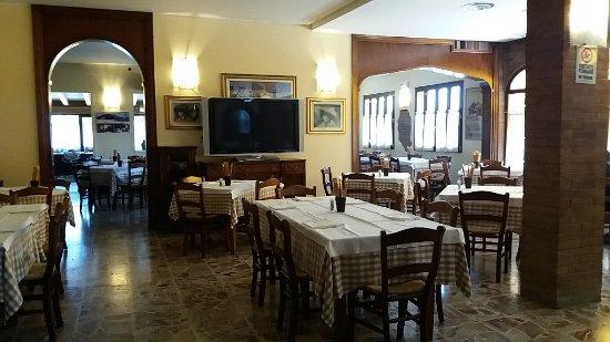 Ristorante Pizzeria Hotel Cappello: particolare della sala