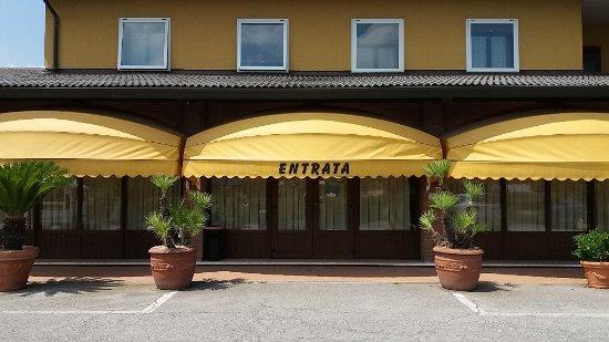 Ristorante Pizzeria Hotel Cappello: veduta esterna