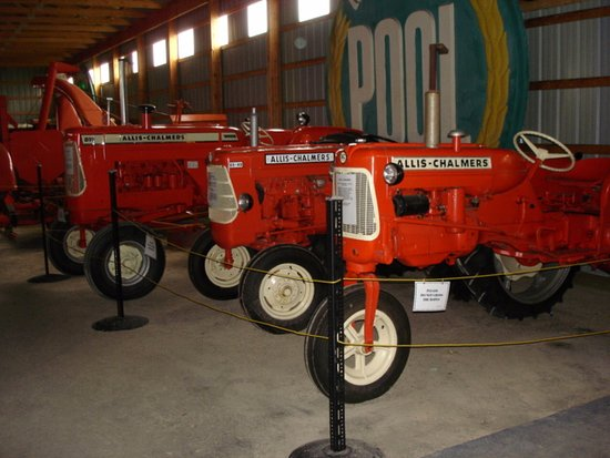 Portage la Prairie, Canada: Vintage Allis Chalmers agricultural equipment collection at the Fort la Reine Museum
