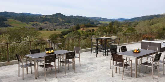 Geyserville, CA: Panoramic views of Dry Creek Valley from our terrace.