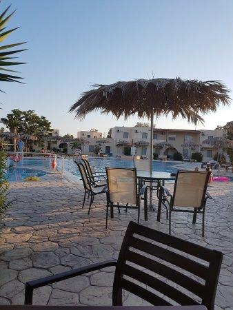 Roselands Hotel Bungalows: TA_IMG_20170801_192750_large.jpg
