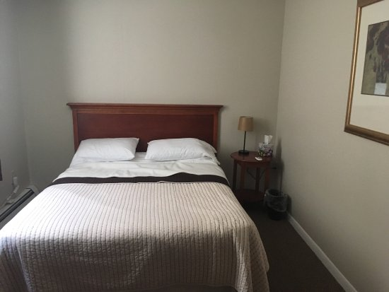 Cambridge, NY: Very clean rooms, friendly, home-like environment. Suite has all the amenities you need in a wel