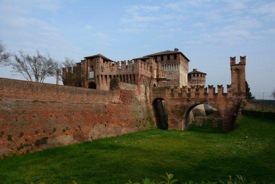 Soncino, Italien: vista lato fossato