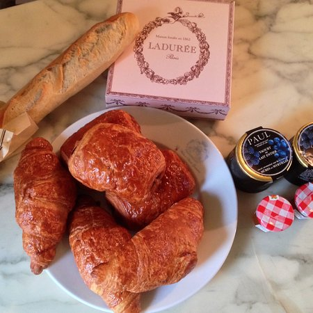 La Maison Saint Germain: typical breakfast
