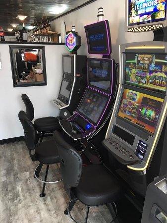 Pinckneyville, IL: Slots