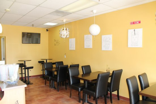 Port Saint Lucie, FL: Lounge area to enjoy delicious sweets with a movie