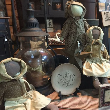 Bedford, IN: Decor-primitive, Farmhouse, rustic, country, Amish furniture, rugs, candles, melts, garden, conc