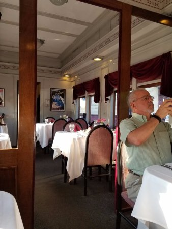 Essex, CT: Inside the dinner car