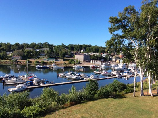 Lanes Riverhouse Inn & Cottages: It doesn't get more peaceful than this
