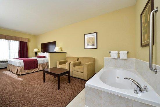 Best Western Plus Mansfield Inn & Suites: King with Whirlpool