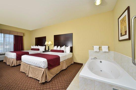 Best Western Plus Mansfield Inn & Suites: 2 Queens with Whirlpool