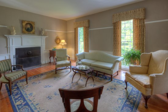 South Boston, VA: Parlor, where guests relax