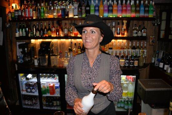 Haslev, Denmark: Vores søde søde bartender og værtinde.