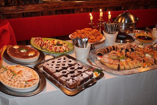 Hotel Sonnenhof - St Vigil in Enneberg, Dolomiten: Cena ladina del giovedì - buffet dei dolci