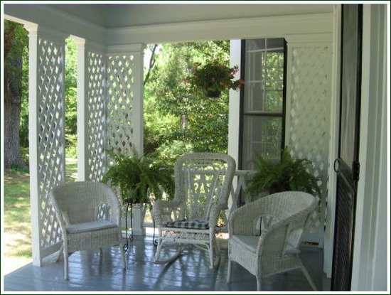 South Boston, VA: Guests love our front porch