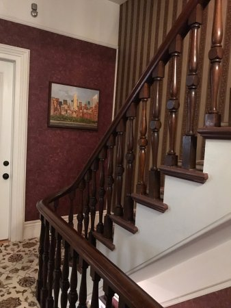Inn On Carleton: Stairs up to the 2nd floor