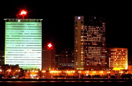 The Oberoi, Mumbai : Mumbai_skyline_large.jpg