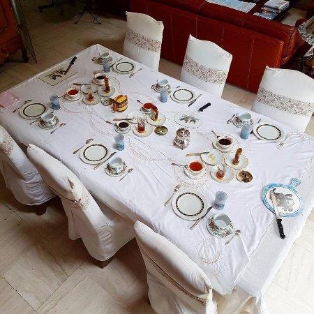 Huisnes sur Mer, Frankrike: Завтрак сервирован.